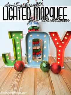 This lighted marquee is the perfect Christmas decor for this year! Instead of buying one, make your own for a fraction of the cost!