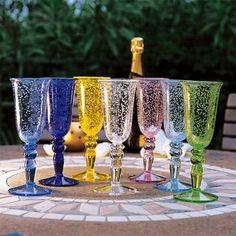 Creative Tonic loves A chaque verre, un souffle. A chaque création, une présence et une attention. Une tradition qui sera toujours d´avant-garde.  Voici des verres qui respirent la beauté, l´harmonie et le plaisir de l´art quand l´artisan, tout entier à l´ouvrage, veille, conçoit, accomplit.  La tradition aura toujours le secret de l´émotion.