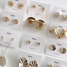 77 images about rp theme pics! 🌔 on We Heart It Simple Jewelry, Jewelry Box, Jewelry Accessories, Jewelry Design, Jewelry Packaging, Jewelry Branding, Arte Shop, Packing Jewelry, Jewelry Photography