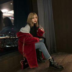 @jujuzoa Ulzzang Fashion, Asian Fashion, Love Fashion, Fashion Outfits, Womens Fashion, Chica Cool, Fade Styles, Ulzzang Korean Girl, Asian Style