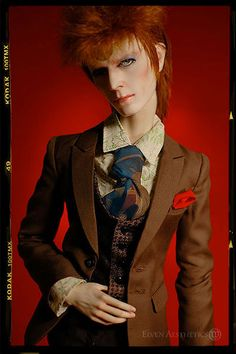 ☆ Incredible David Bowie Dolls That Look Alive ☆ New York City-based artist E.V. Svetova (aka Katyok on deviantART), created these incredible David Bowie dolls, some of which are based on Mick Rock portraits