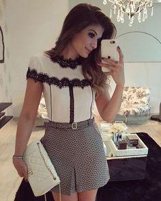 {P&B by @uniquechicoficial } Saia de tweed + blusa com detalhes em renda!! • #lookdodia #lookoftheday #ootd #selfie #blogtrendalert