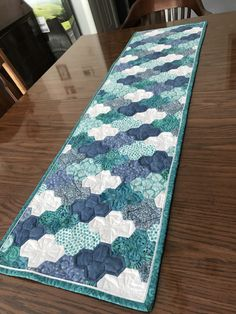"""Hexie table runner with flanged binding. Hexies were assembled in groups of 4 into a pattern I've seen referred to as a """"lazy diamond"""". Patchwork Table Runner, Table Runner Pattern, Quilted Table Runners, Hexagon Quilt Pattern, Hexagon Patchwork, Quilt Patterns, English Paper Piecing, Mug Rugs, Quilt Making"""