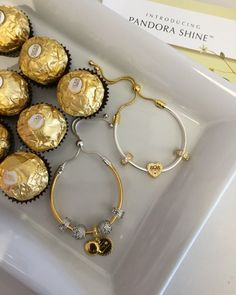 #pandorashine #pandoraring #pandoragold #pandora #pandorajewelry #18k #ringstack #pandoraaddict #padorabracelet #pandoranecklace