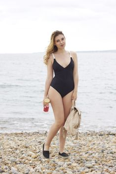 One-piece black swimsuit. cool one piece swimsuit. Beach wear. Tea Tank. Helmer bags. Espadrilles. Black back outfit