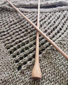 Wooden Knitting Needles, Knitting Kits, Learn How To Knit, How To Start Knitting, Creative, Tatting, Knit Crochet, Crochet Patterns, Tees