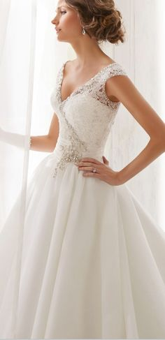 Private Label $399 Size: 6 | Sample Wedding Dresses
