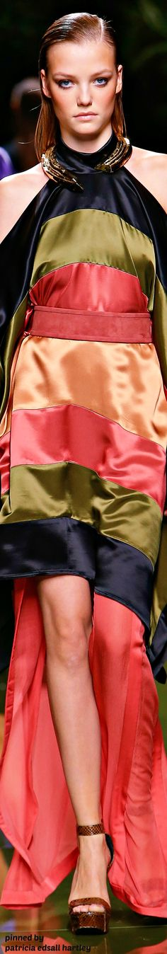 Balmain Spring 2017 Ready-to-Wear Fashion Show High Fashion Dresses, Fashion Wear, Fashion 2017, Couture Fashion, Love Fashion, Runway Fashion, Womens Fashion, Fashion Trends, Classy Fashion