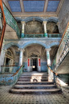 Eingang und Treppenhaus in Beelitz Heilstätten by Lens Daemmi, via Flickr