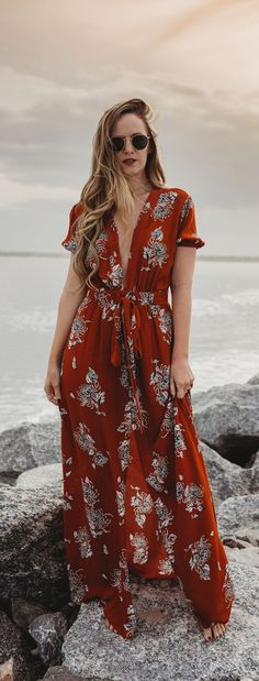 Summer boho vacation outfit styled with a burnt orange floral maxi dress and round ray bans #vacationoutfit #maxidress #bohostyle
