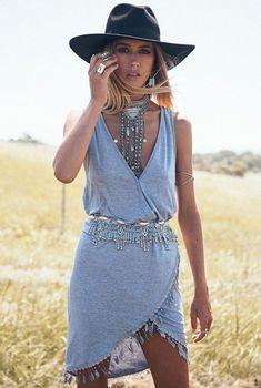 http://voshi-style.pl/odziez/59-szara-sukienka-fredzle-boho-siwiec-34-36.html