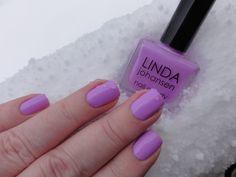 Lilac Lilly av Linda Johansen