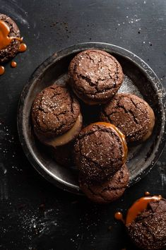 Chocolate Gingerbread Cookies | #cookies #chocolate #gingerbread #chocolategingerbread #chocolatecookies #gingerbreadcookies #caramel #cookiesandwich #fallbaking #darkfoodphotography