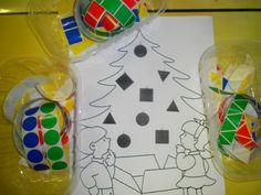 Kerstboom versieren: kleef de juiste figuur op de juiste plaats *liestr*