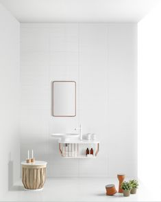 BOWL Bathroom collection Bowl talks about beauty. Conceived as a piece of jewelry, persecute preciousness in every little detail that makes each object. This collection is a landscape of standalone and small combinations of products to equip with functional, exclusive and contemporary elements.