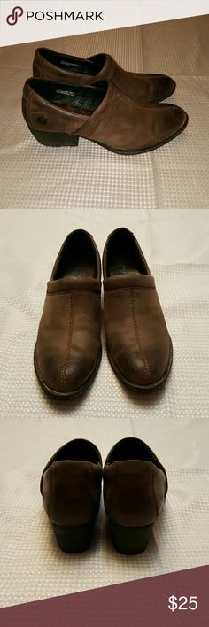 Born Leather Clogs Beautiful distressed tan leather Size 6 I feel like they run a little big by 1/2 size  Good used condition Born Shoes Mules & Clogs