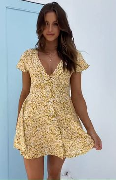The Roxy Dress Yellow Floral is the sweetest everyday dress for Summer. Style this dress with a pair of white sneakers for a cute but casual look. Yellow floral dress V neckline Button detailing down the front Fully lined Ties up at back Flowy Summer Dresses, Sexy Dresses, Cute Dresses, Dress Outfits, Casual Dresses, Fashion Outfits, Flowy Dress Casual, Summer Outfits For Teens, Dresses For Teens