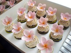 beautiful! Can't wait to learn how to make fondant flowers