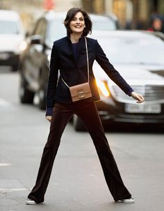 Ines de la Fressange in Roger Vivier Roger Vivier, Stylish Mens Outfits, Casual Outfits, Ines Fressange, Parisienne Style, Dress Like A Parisian, Burgundy Outfit, Over 50 Womens Fashion, French Chic