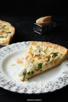 Quiche ze szparagami, parmezanem i płatkami migdałów Quiche, Sandwiches, Pizza, Bread, Breakfast, Recipes, Salt, Food, Pies