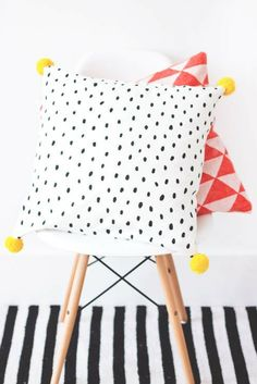 Scatter cushion tutorial | Black and white polka | Yellow pom poms | Aah, we love this super cute scatter cushion, crafted by the talented Teri @thelovelydrawer #wishtankworthy ♥