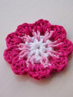 Renate & # s crochet and so: Motif pour fleur - Tricot et Crochet Yarn Flowers, Knitted Flowers, Crochet Flower Patterns, Crochet Stitches Patterns, Crochet Motif, Crochet Yarn, Pattern Flower, Crochet Ideas, Crochet Embellishments