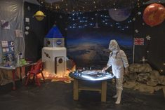How to create a Space themed immersive learning location - Whirlpool Galaxy-Andromeda Galaxy-Black Holes Outer Space Party, Outer Space Theme, Space Theme Classroom, Classroom Displays, Sistema Solar, Homecoming Floats, Astronaut Party, Create Space, Learning Environments