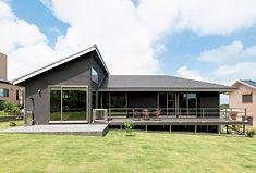 平屋 Style At Home, House Of The Rising Sun, One Story Homes, Eco Friendly House, Story House, Interior Architecture, Facade, Exterior, House Styles