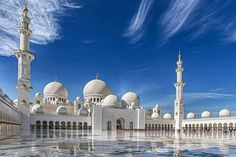 Top 5 places to visit in Abu Dhabi offers you a short description of the most important attractions in Abu Dhabi. Being the capital of UAE, Abu Dhabi is a modern – traditional city where traditiona… Abu Dhabi, Motif Simple, Blue Mosque, Beautiful Mosques, Islamic Wallpaper, Allah Wallpaper, Hd Wallpaper, Grand Mosque, Islamic Architecture