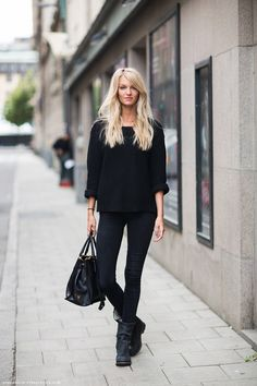 all black: skinnies, moto boot and sweater. #moda #fashion fall winter 2014 otoño invierno