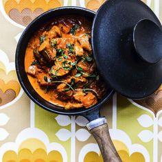 Mørbradgryde, bestående af bacon, løg, champignoner, lækre wienerpølser og selvfølgelig paprika. Hjemmelavet dansk mormormad, når det er allerbedst.