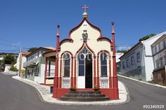 Sao Jorge Azores Church | Foto: Traditional Azores catholic chapel in Topo. Sao Jorge. Portugal