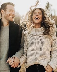 Love looks not with the eyes but with the mind. Photo Poses For Couples, Couple Photoshoot Poses, Couple Photography Poses, Couple Posing, Engagement Photography, Cute Couples, Rustic Photography, Winter Engagement Photos, Engagement Photo Outfits