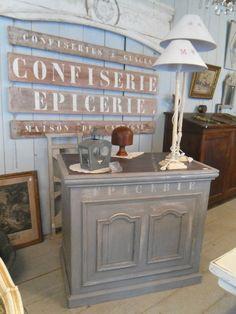 Ancien comptoir de magasin peint et patiné numéro émaillé