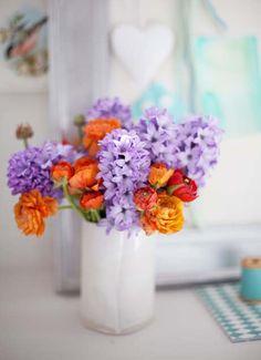 Lilac and burnt orange flowers in white ceramic vase - Blomster - Orange And Purple, Orange Flowers, Fresh Flowers, Beautiful Flowers, Nice Flower, Cut Flowers, Draw Flowers, Burnt Orange, Spring Flowers