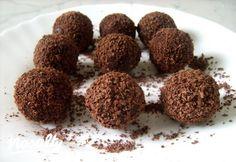 Olasz trüffel | Nosalty Candy Recipes, Dog Food Recipes, Dessert Recipes, Rum Balls, Winter Food, Chocolate, Cake Cookies, Fudge, Almond