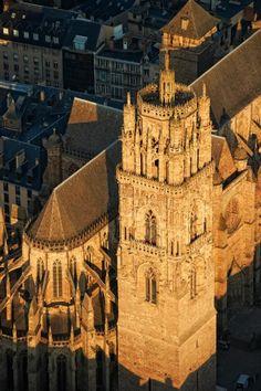 Cathédrale ND. de Rodez hier tegenover in een heerlijk hotelletje geslapen en ons verbaast over de schoonheid van de Catedraal