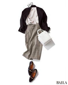 お客様に会う日や会議の日など、ジャケットがマストなときも、インに腰高ボトムを仕込めばそれだけでバランスUP! スカートを選ぶなら、今季イチ押し柄のグレンチェックで。グレーやネイビー、ブラックなど落ち着いたカラーリングでも、チェックの新鮮さでトレンド感が高いコーディネートになります・・・
