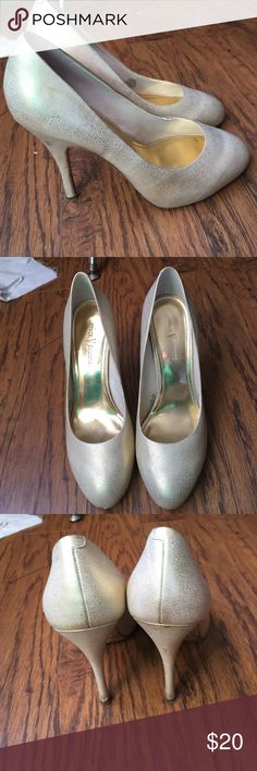 Vince Camuto gold heels Super cute and golden ! Great for the holiday party Vince Camuto Shoes Heels