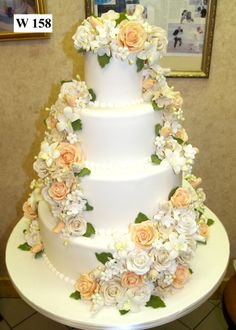 I would love this cake even better if the flowers were violets and orchids.