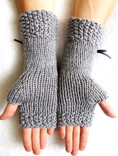 Popular Right Now Light Grey Fingerless Gloves Corset Wrist Warmers with Suede Ribbons Victorian Sty Free Baby Sweater Knitting Patterns, Loom Knitting Patterns, Knitting Tutorials, Free Knitting, Stitch Patterns, Fingerless Gloves Crochet Pattern, Fingerless Mittens, Knitted Gloves, Crochet Hand Warmers