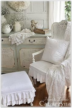 9 Flattering Cool Tips: Shabby Chic Kitchen Flooring shabby chic bedroom furniture.Shabby Chic Home Colors. Shabby Chic Farmhouse, Shabby Chic Kitchen, Shabby Chic Cottage, Shabby Chic Homes, Cottage Style, French Cottage, Farmhouse Style, Kitchen Decor, Shabby Chic Fabric