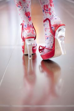 Warmer weather: time for lucite heels and floral stockings. Look Fashion, Fashion Shoes, Eleonore Bridge, Cute Socks, Spring Is Coming, Sonia Rykiel, Chameleon, Red Shoes, Your Shoes