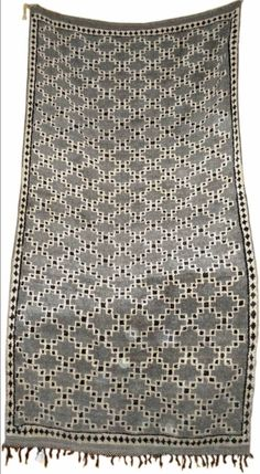 Fantastic pattern on a vintage Moroccan rug. Le Living, Ethno Design, Deco Boheme, Magic Carpet, Moroccan Style, Home And Deco, Textile Patterns, Floor Rugs, Rugs On Carpet