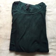 ⚡LOWEST  ️FLASH SALE⚡️H&M Dark Green Knit Sweater in great condition! it's a thin sweater knot material and somewhat sheer, it is oversized so can fit an xl H&M Sweaters Crew & Scoop Necks