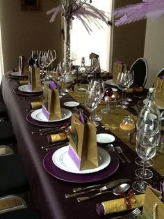 Christmas tablesetting purple and gold