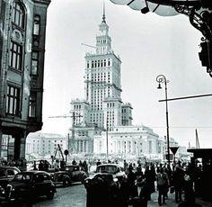 Warszawa - widok na PKiN spod hotelu Polonia i kamienicy Rackmana na ul. Poznańskiej (1954/55)