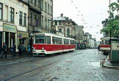 Piața Sfânta Vineri într-o zi ploioasă de primăvară - Bucurestii Vechi si Noi Bucharest, Titanic, Time Travel, Street View, Traveling, Club, Romania, Viajes, Trips