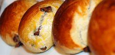 Sjokoladeboller(Åpent Bakeri) Norwegian Food, Norwegian Recipes, Bread Recipes, Cooking Recipes, Scandinavian Food, Sticky Buns, Food Obsession, Recipe Boards, Bread Rolls