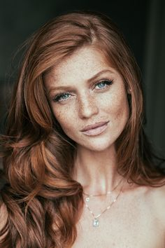 Freckled and Fabulous: Make-up Inspiration for Brides with Freckles Wow! I can see my daughter looking just like this when she is older! I'll have to show her this picture to remind her how beautiful freckles and red hair can be! Blond Rose, New Hair, Your Hair, Women With Freckles, Redhead With Freckles, Brown Hair And Freckles, Models With Freckles, Red Freckles, Redheads Freckles